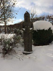 Buddha im Eifel-Schnee